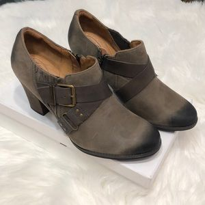 Clarks indigo Distressed leather  booties sz 10